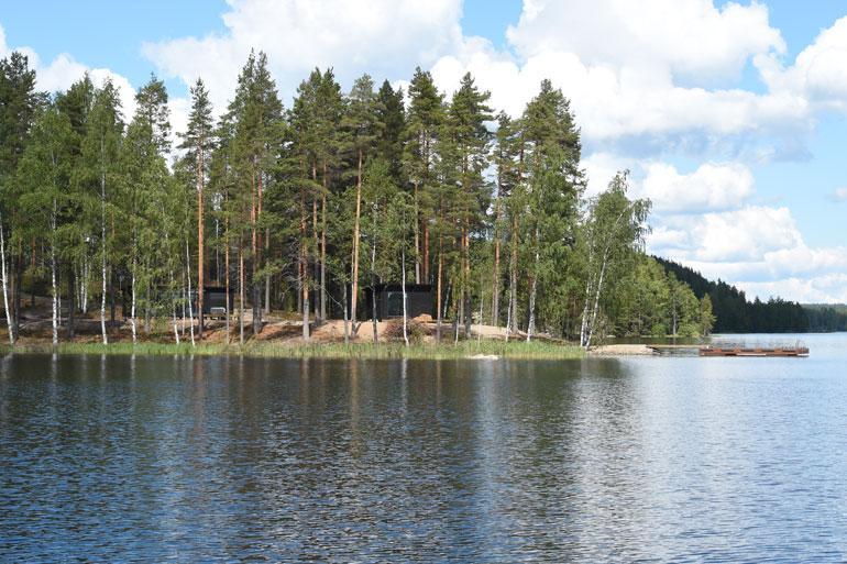 Jari-Matin ja Maisan mökkitontti sijaitsee Saimaalla.