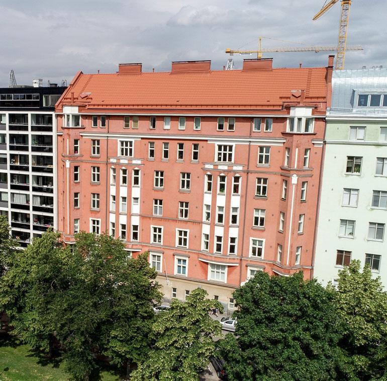 Uniikin ja Miran uusi koti sijaitsee merellisessä Etelä- Helsingissä arvokkaassa jugend-talossa. Talo on valmistunut vuonna 1911.