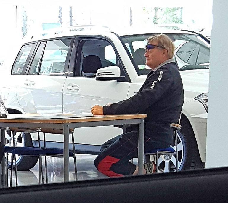 Seppo Räty oli autokaupoilla.