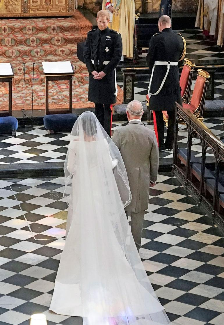 Kun Meghanin oma isä ei päässyt saattamaan alttarille, prinssi Charles paikkasi tilanteen.