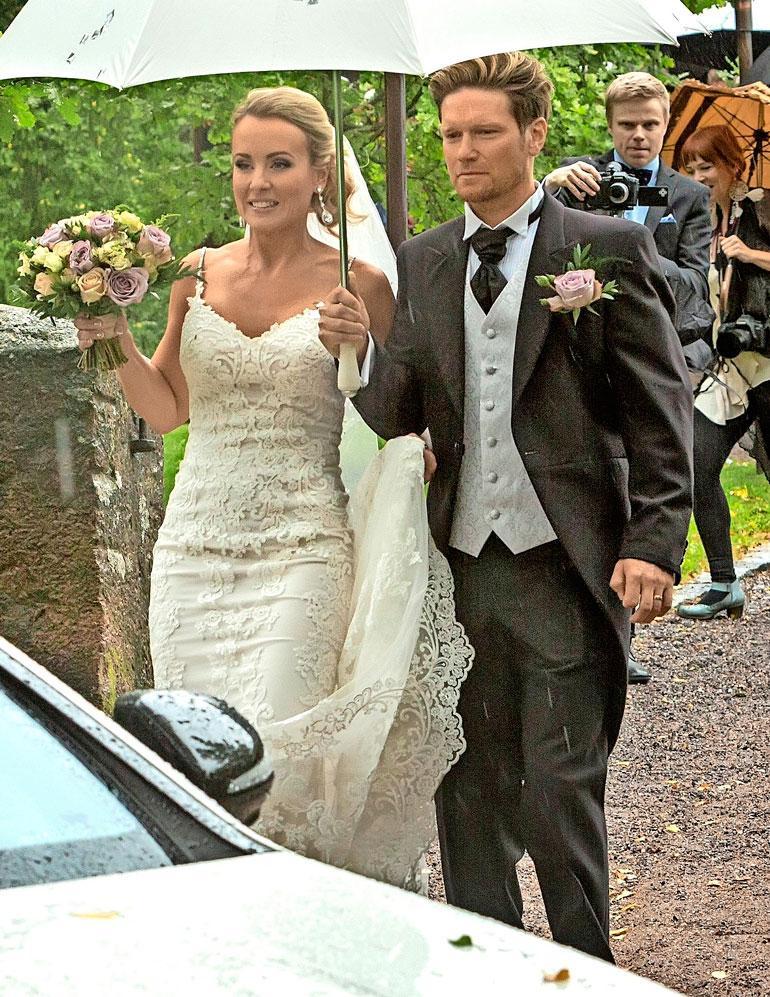 Noora ja Jani Strömsholm avioituivat viime syksynä. – Olen edelleen todella rakastunut Janiin. Toivottavasti liittomme ei pääty eroon, siihen tähdätään, Noora Karma kertoi Seiskalle Neste Rallissa.