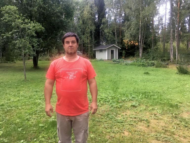 Kenneth Väyrynen liittyy Jari Aarnioon ainoastaan siten, että hän asuu naapurissa. Häntä ei ole epäilty mistään rikoksesta.