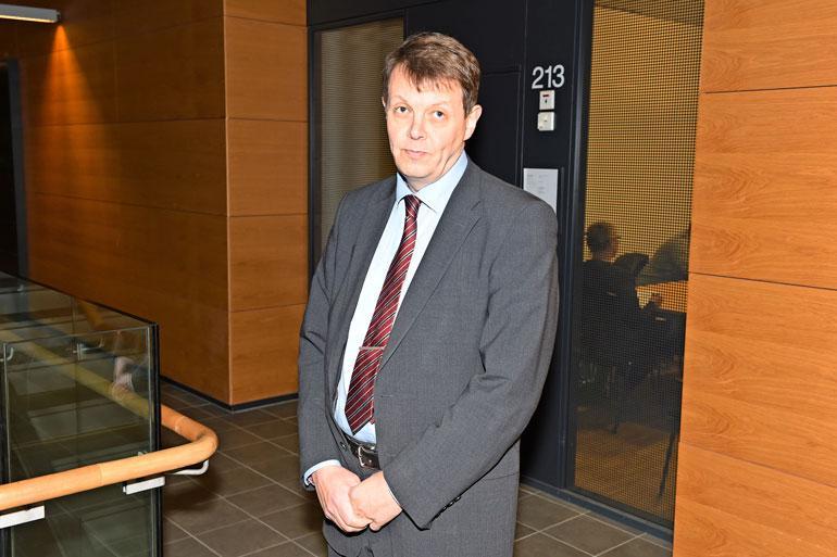 Kotietsinnän määrännyt syyttäjä Jukka Haavisto on vastuussa tapahtumista, ja hän määrää, mitkä rakennukset tutkitaan.