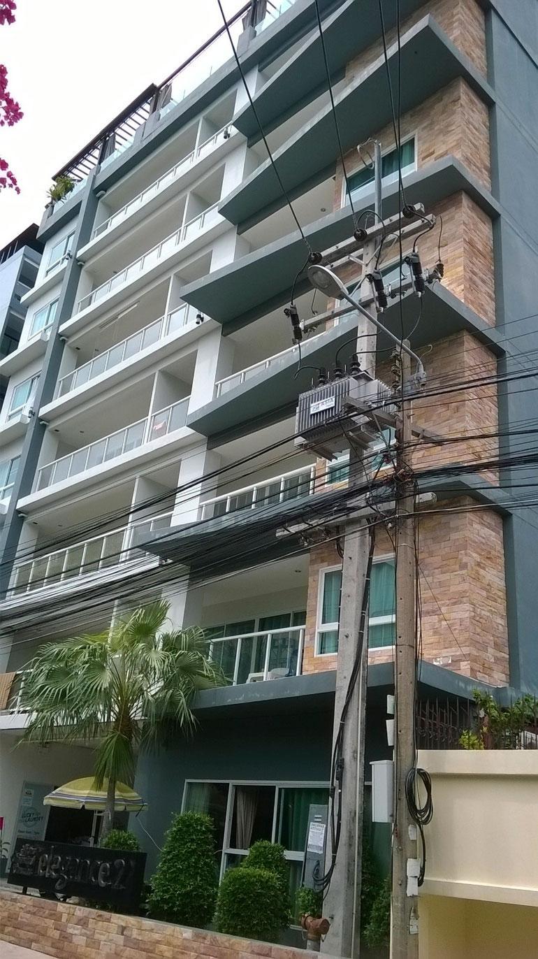 Sillanpään kämppä sijaitsee kahdeksankerroksisen talon ylimmässä kerroksessa.