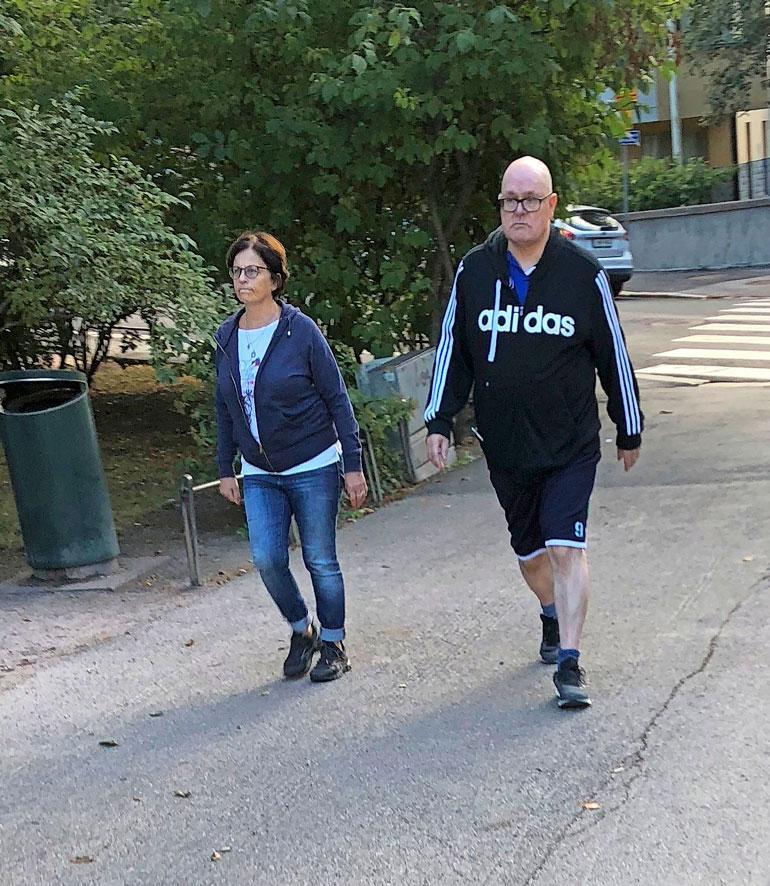 Ruben Stiller ja Ira-vaimo lenkillä.