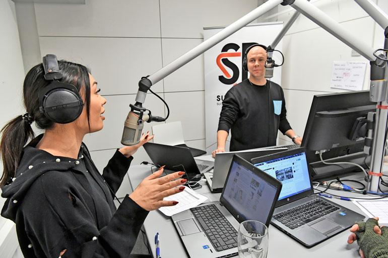 Shirlyä työllistää tänä syksynä radio Suomirockin aamulähetysten lisäksi Love Island Suomi -sarjan kuvaukset Espanjassa. – Muistan levätä ja nukkua tarpeeksi, etten väsy.