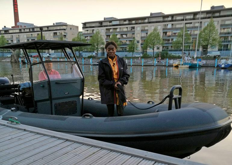 Kelly Kalonji ja ex-rakas veneilemässä toukokuun lopussa.