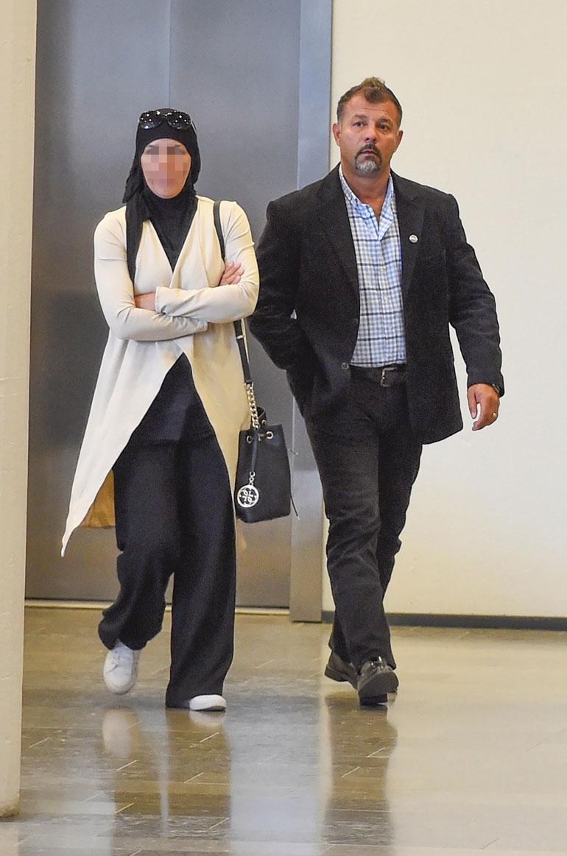 Rami Adham ja hänen ex-vaimonsa saapuivat viime viikolla Helsingin käräjäoikeuteen yhdessä. Naista syytetään törkeästä rahanpesusta.