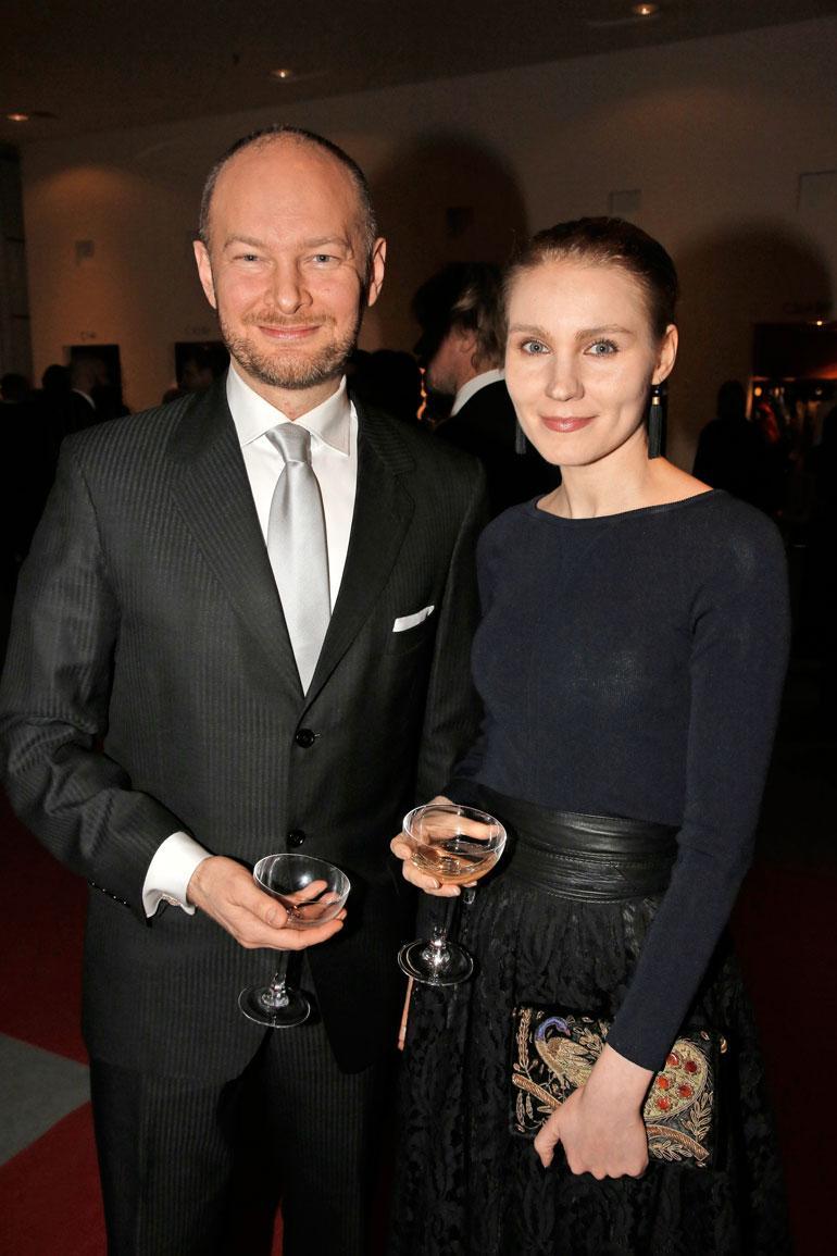Sampo ei ole juurikaan puhunut yksityiselämästään julkisuudessa. Vaimonsa Maija Sihvosen kanssa hän poseerasi Linnan juhlissa.