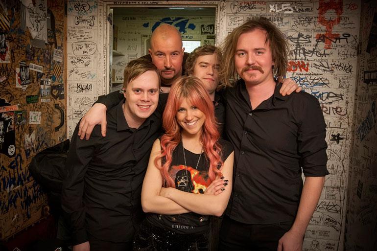 Samuli Sirviö (1.vas.) on soittanut kitaraa muun muassa Jannika B:n bändissä.