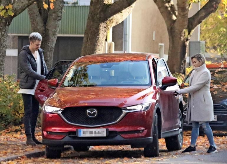 Nellin menopeli on Mazda CX-5 -maasturi, joka on automerkin maahantuojan nimissä. Hintaa autolla on noin 50 000 euroa.