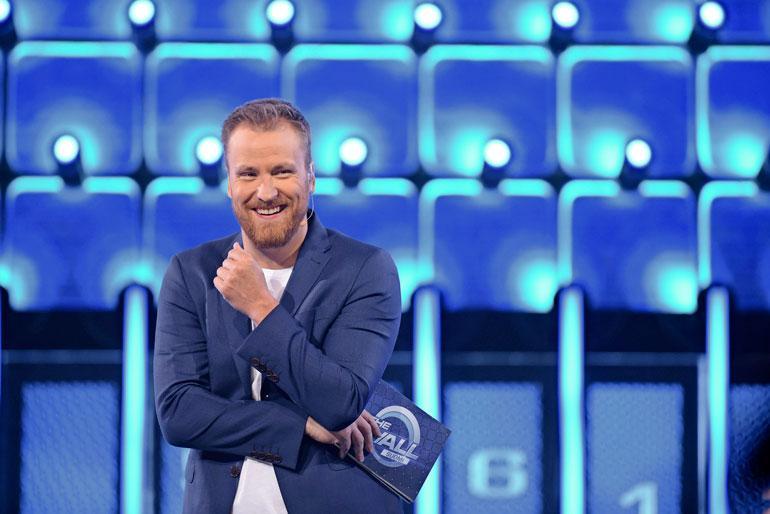 Heikki Paasonen juontaa The Wall -ohjelmaa.