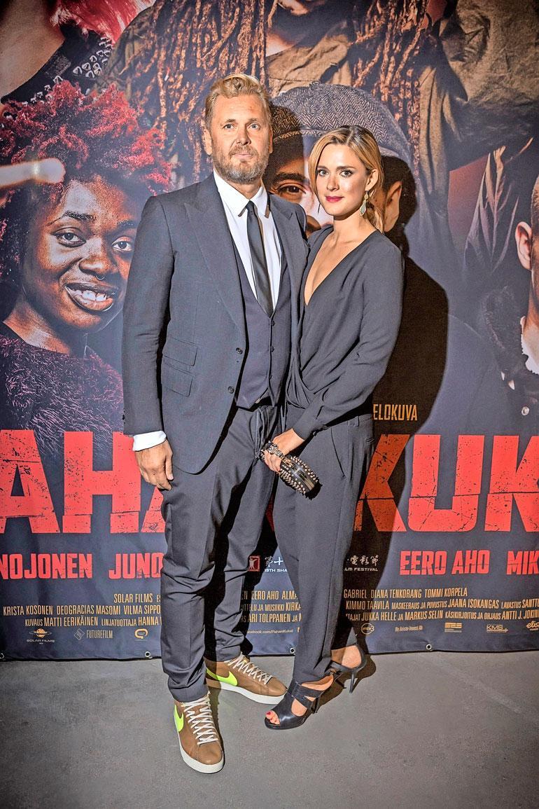 Antti J. Jokisen vaimolla Krista Kososella on rooli Helene-elokuvassa. – Olen onnellisessa asemassa, että saan ohjata Suomen parhaita näyttelijöitä. Krista on superluokan ammattilainen.