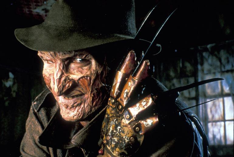 Painajainen Elm Streetillä on Akun kauhuelokuvasuosikki. – Se on ihan ehdoton ykkönen! Minulla oli aikoinaan sellaiset veitsisormet ja Freddy Kruegerin hattukin. Olin kaikesta kauhusta viehättynyt, hän kertoo.