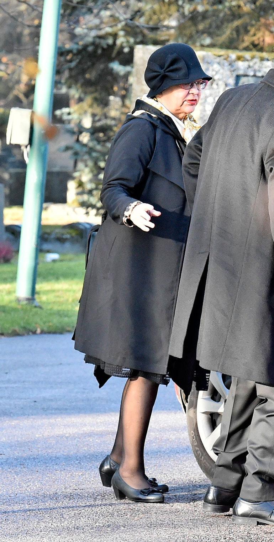 Mervi saapui hautajaisiin erikoiskyydillä, joka toi hänet aivan kappelin kupeeseen.