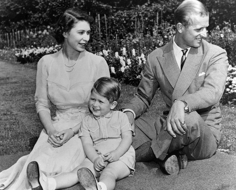 Ison-Britannian kuningatar Elisabet, prinssi Philip ja Walesin prinssi Charles