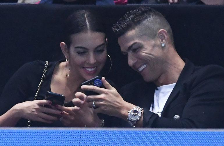 Cristiano Ronaldo yhdessä tyttöystävänsä kanssa