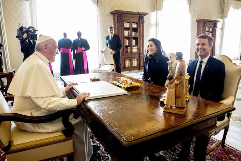 Tanskan kruununprinssipari Frederik ja Mary sekä paavi Franciscus