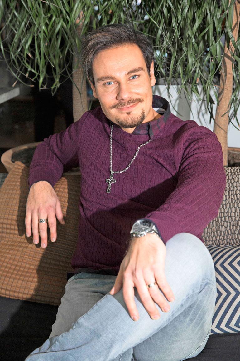 Tommi Soidinmäki tunnetaan iskelmälaulajana.