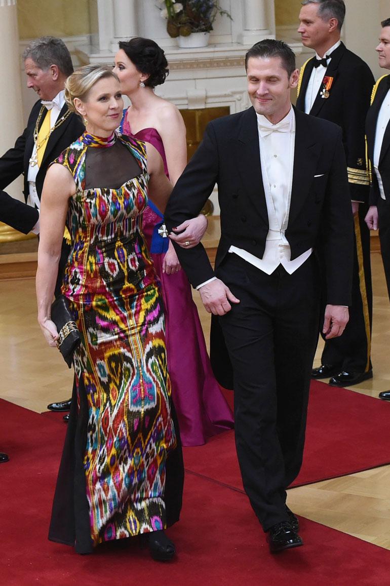 Tämä vuonna 2015 Linnan juhlissa nähty kirjava mekko aiheutti Kaisalle tuskanhikeä, sillä silkkikangas ei antanut periksi istua.