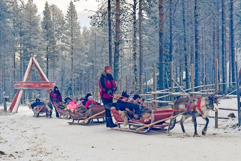 Poroajelu on yksi Pajakylän vieraiden suosituimmista puuhista.