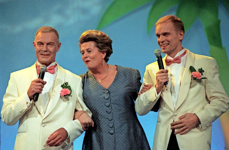 Heikki Kahila Iltalypsyohjelmassa yhdessä Riitta Uosukaisen ja Jukka Puotilan kanssa vuonna 2001.