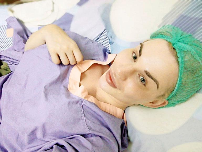 Sofia nappasi selfien klinikalla juuri ennen nukutusta.