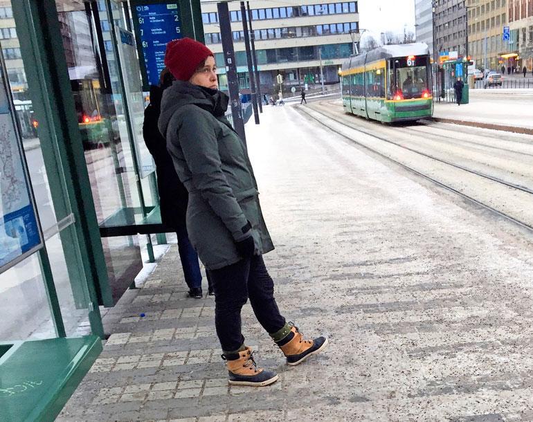 Silvia Modig myöhästyi ratikasta.