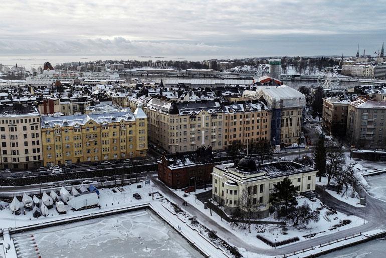 Tähtikiekkoilijan ökykoti sijaitsee paraatipaikkalla Helsingin Katajanokalla. Talon edessä on maineikas kasino ja maisemat mitä merellisimmät.