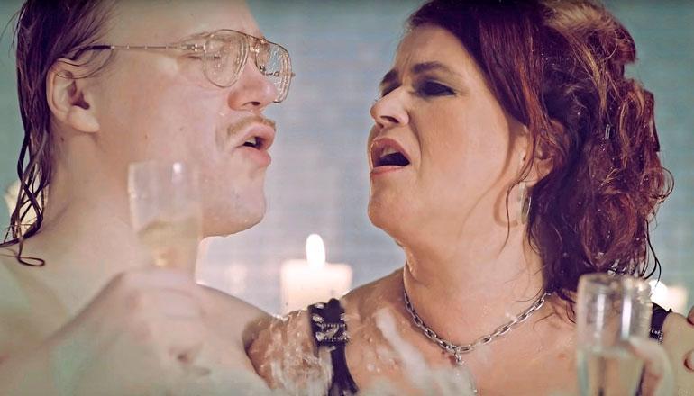 Meiju esiintyi Stigin kanssa kappaleesta tehdyllä musiikkivideolla.
