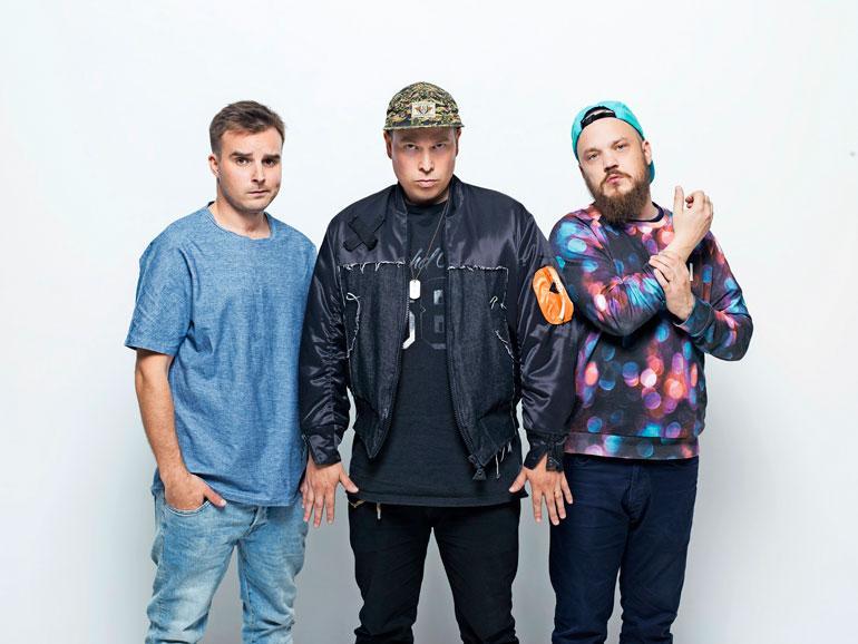 Teflon Brothers julkaisi vuonna 2012 Seksikkäin jäbä -kappaleen.
