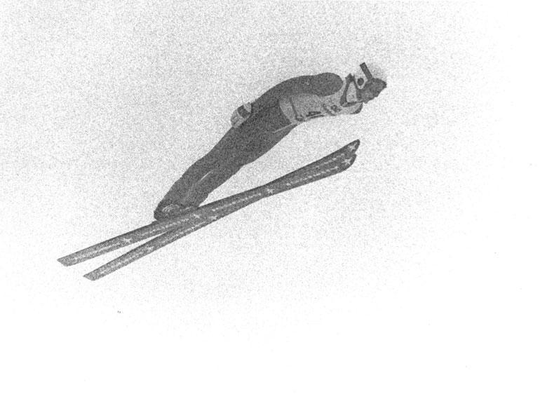Matti Nykänen ponkaisi mäkihyppymaailman huipulle Oslon MM-kisoissa 1982. Vasta 18-vuotias nuorukainen ponnisti suurmäen MM-kultaan vaikeissa sääoloissa.