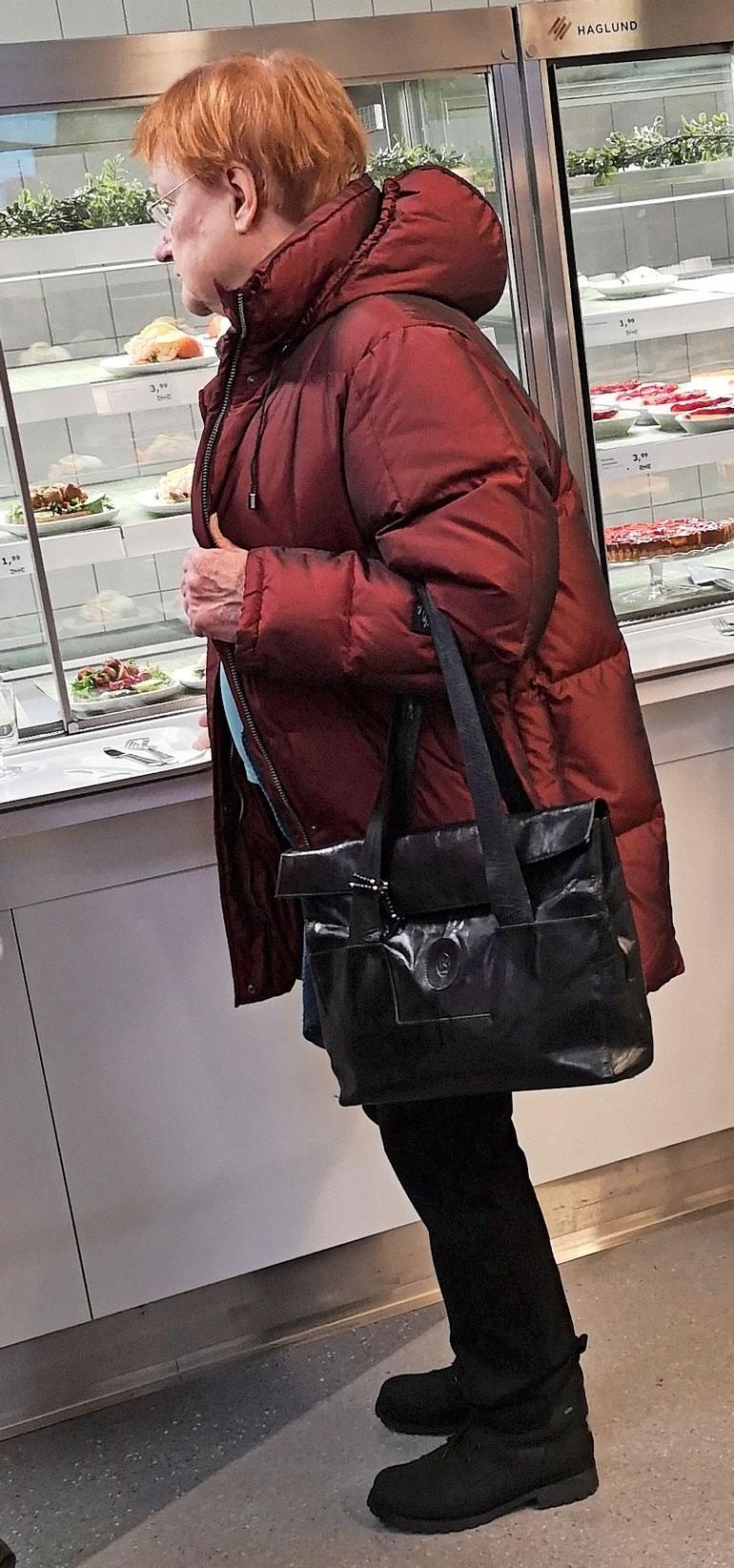 Tarja Halonen Ikeassa.