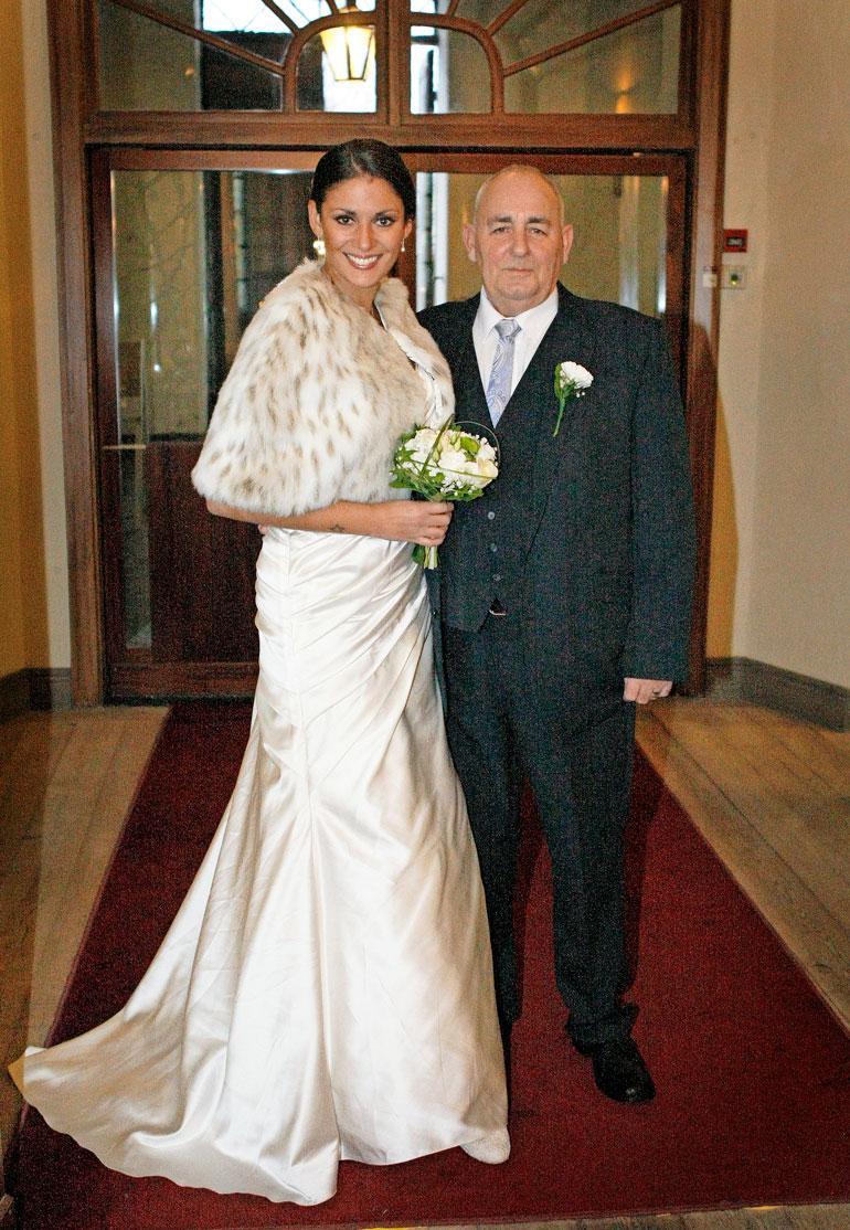 Jasmin meni naimisiin brittiläisen Dennis Bramleyn kanssa syksyllä 2014. Suhde päättyi eroon vain vuosi häiden jälkeen.
