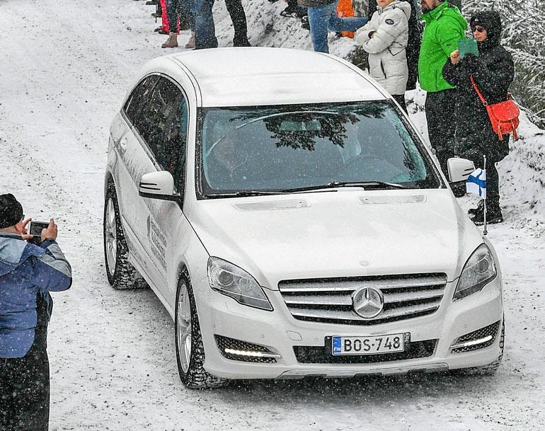 Pia Nykänen istui ruumisauton kyydissä.