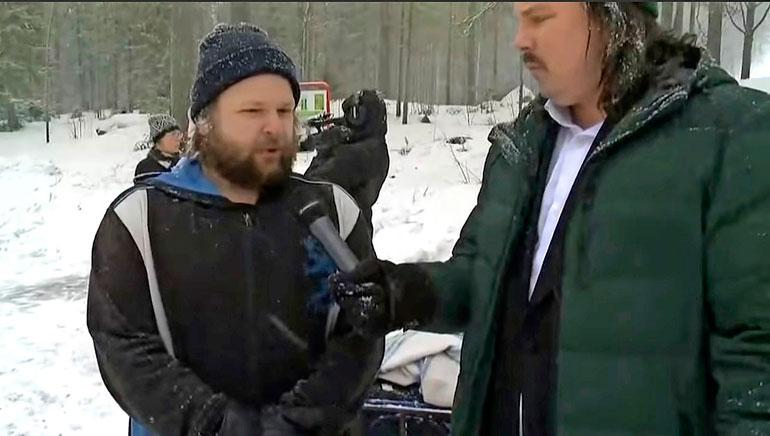 Seiskan toimittaja Eetu Ampuja haastatteli jämsäläisen Rassen, joka oli saapunut seuraamaan surusaattoa.