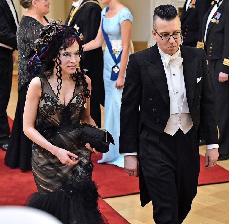 Sofi avioitui it-alalla työskentelevän Juha-rakkaansa kanssa Karunan vanhassa kirkossa Helsingin Seurasaaressa elokuussa 2011.