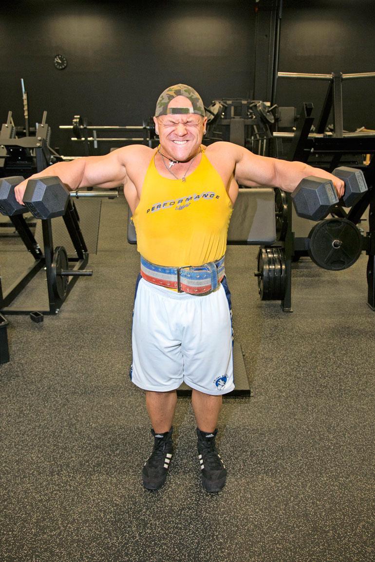 The Möykkyä on kutsuttu geneettiseksi friikiksi, koska hän keräsi jo ennen hormonien käyttöään lihasmassaa nopeammin ja enemmän kuin muut.