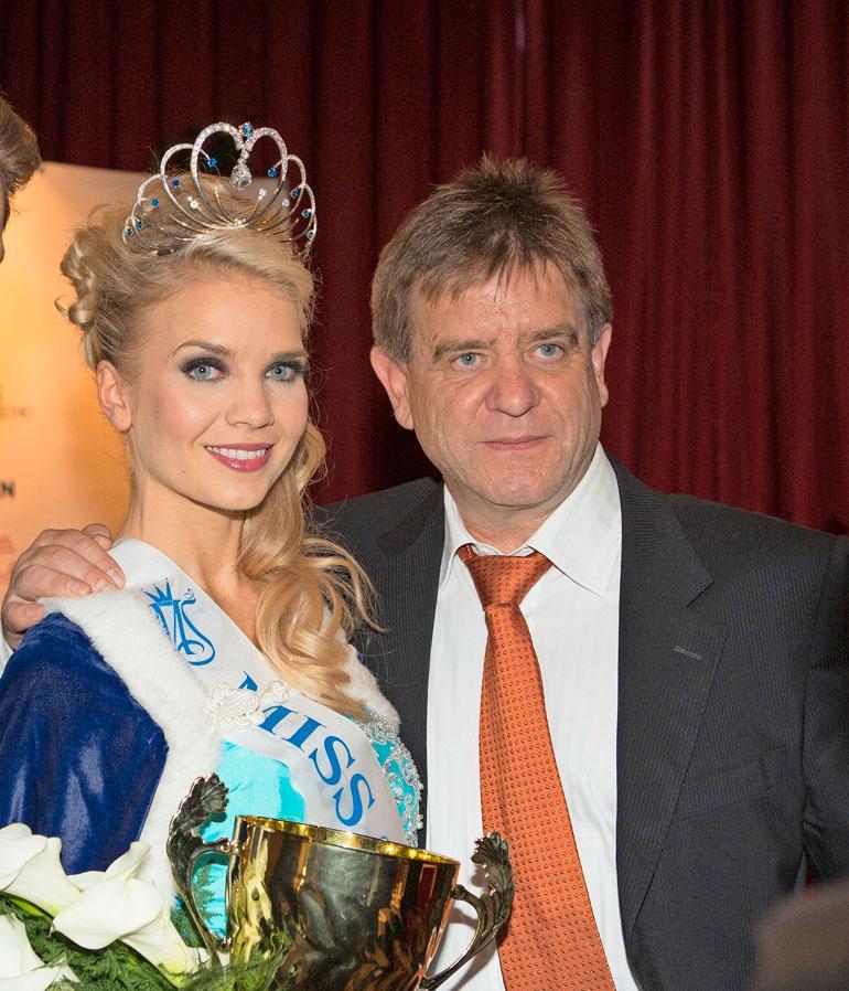 Lottaa painaa yhä isänsä, tunnetun urheilulääkärin Aki Hintsan kuolema. Yhteiskuva on vuoden 2013 Miss Suomi -finaalista.