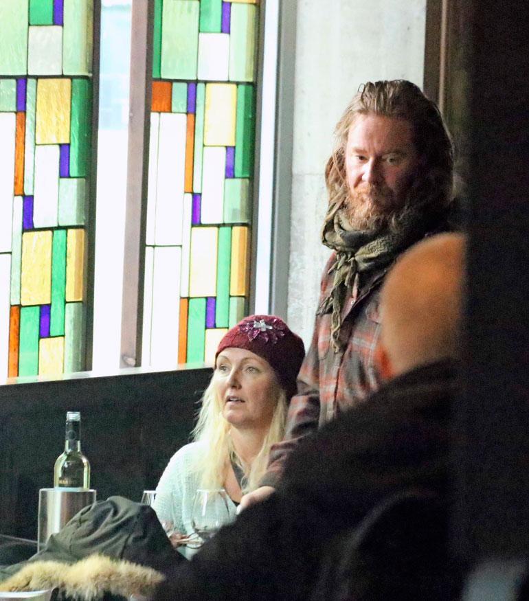 Jouni Hynynen ja Mari Perankoski viihtyivät viinillä.
