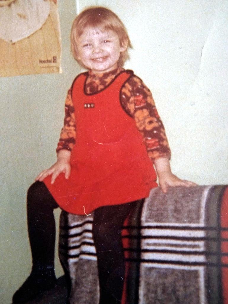 Vanhemmat olivat pikku-Marikan kanssa helisemässä, sillä tytöllä riitti luonnetta jo kolmevuotiaana.