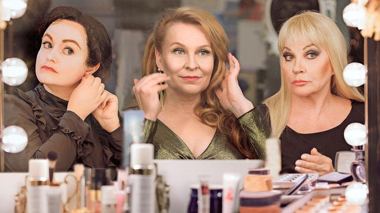 Hannele näyttelee Ylen Melkein totta -sarjassa Emilia Sinisalon ja Heli Sutelan kanssa.