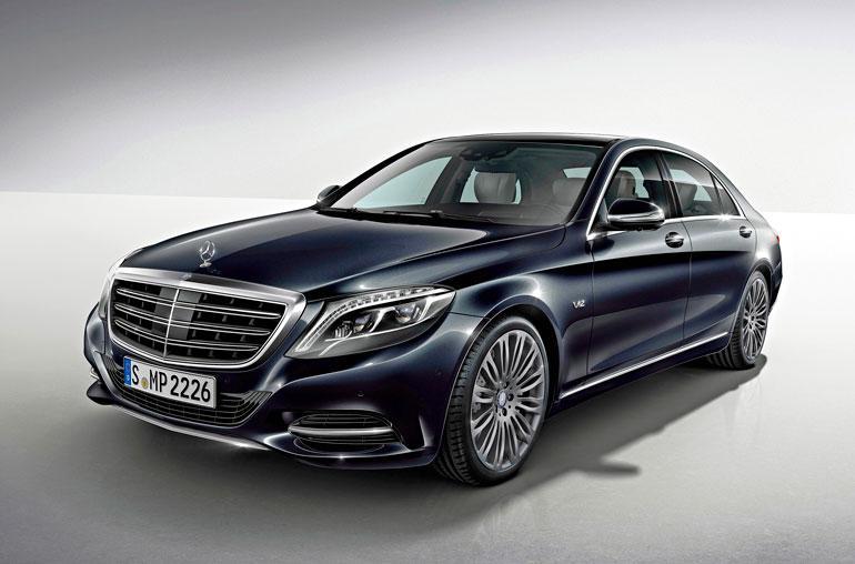 Ideaparkin perustajan S-sarjan Mercedes- Benz on samanlainen kuin kuvan auto.