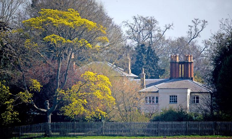 Täysin remontoidun, 10 makuuhuonetta kattavan talon historia ulottuu 1700-luvun lopulle.