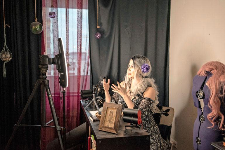 Noita-akan videot ovat Idan omia tuotantoja. Hän käsikirjoittaa, kuvaa ja leikkaa videot itse.