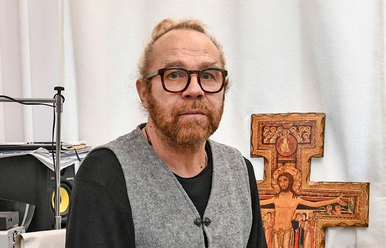 Jussi Parviainen on tunnettu ohjaaja ja näytelmäkäsikirjoittaja.