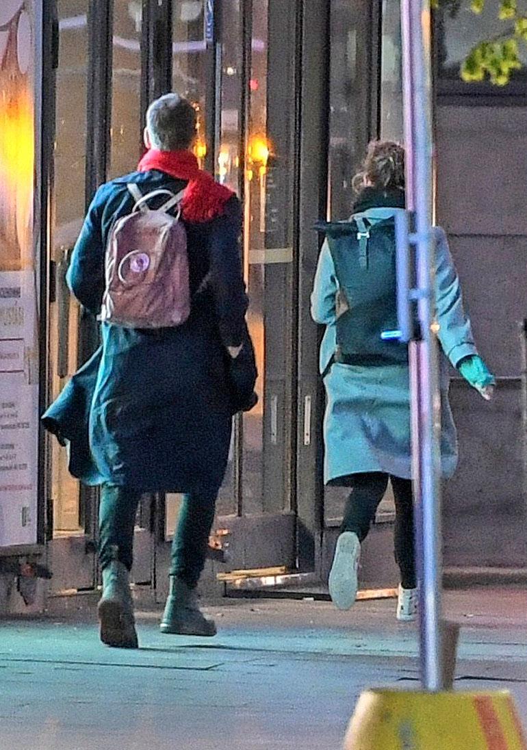 Helsingin keskustan Sokoksen kulmalla pari päätti juosta paparazzia karkuun – Li edellä, mies perässä.