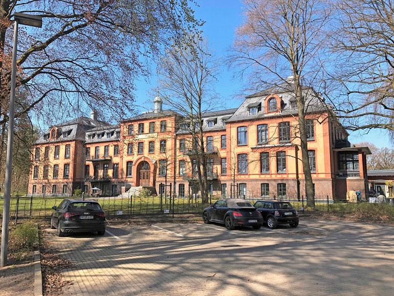 Antin uusi koti sijaitsee asunnoiksi remontoidussa entisessä koulurakennuksessa.