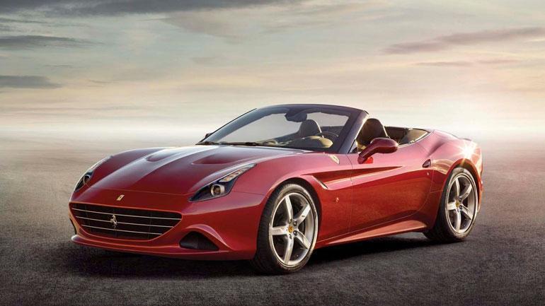 Tässä on Jethron nöyrähkö kesäkaara Ferrari California. Nelipyöräisestä saa pulittaa noin 400 000 euroa.