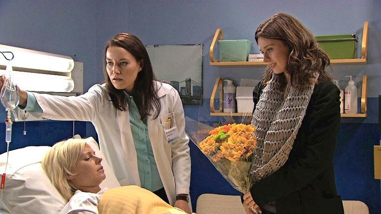 Mia näytteli Salatuissa elämissä vuosina 2009–2014. Hänen kanssaan samaan aikaan sarjassa lopettivat Kirsi Ståhlberg ja Jasmin Hamid.